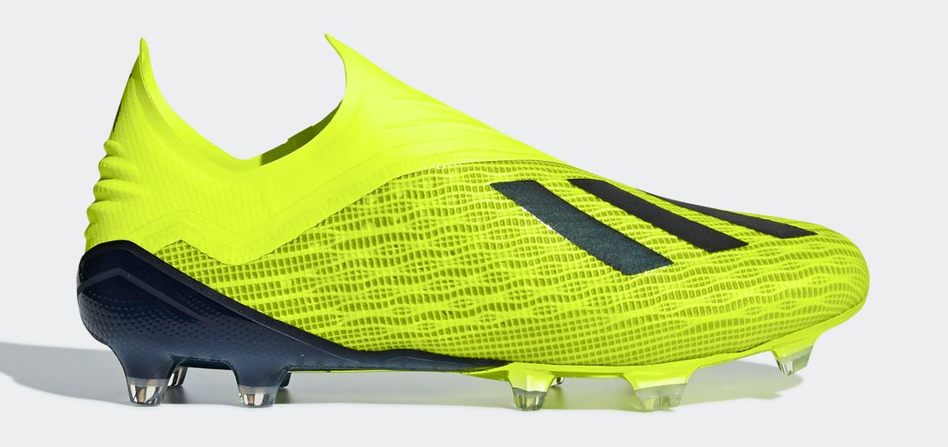 During the BPL Season 2017/2018 the Right footed player of Manchester City, born in São Paulo, Brazil, plays on Adidas X 18+.