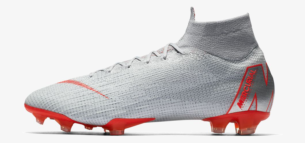 During the BPL Season 2017/2018 the Right footed player of Manchester City, born in Sheffield, United Kingdom, plays on Nike Mercurial Superfly VI Elite.
