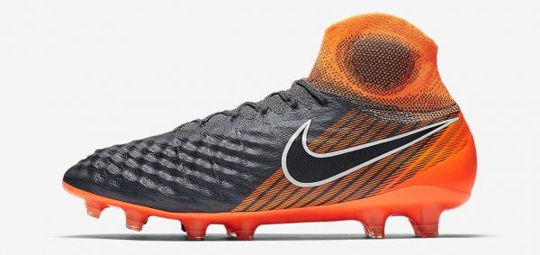 During the BPL Season 2018/2019 the Right footed player of Chelsea, born in Winchester, England, plays on Nike Magista Obra II.