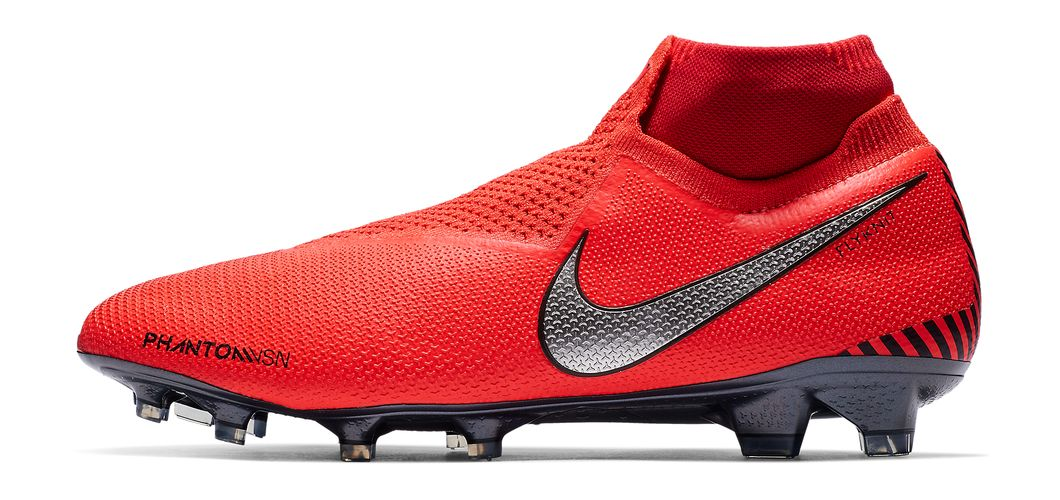 During the BPL Season 2018/2019 the left footed player of Manchester City, born in Stockport, England, plays on Nike Phantom VSN.