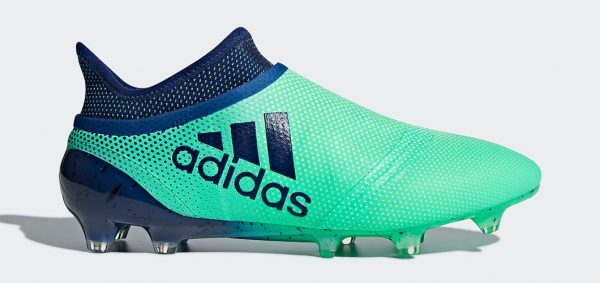 During the BPL Season 2018/2019 the Left footed player of Tottenham Hotspur, born in London, United Kingdom, plays on adidas X 17+ Purespeed.