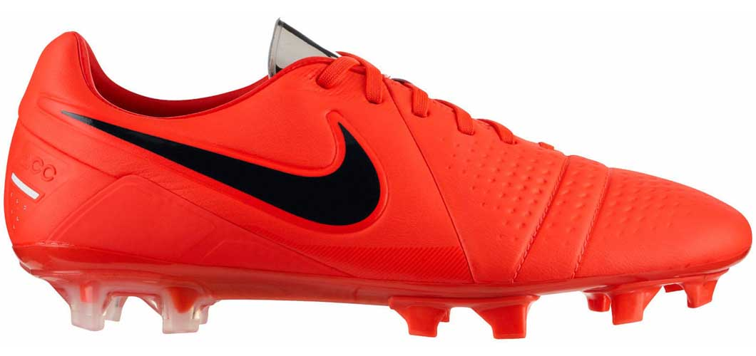 During the BPL Season 2017/2018 the Right footed player of Manchester City, born in Schlieren, Switzerland, plays on Nike CTR360 Maestri.
