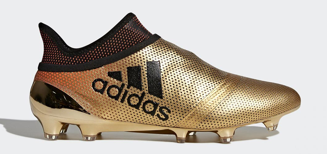 During the BPL Season 2018/2019 the Right footed player of Arsenal, born in Kalamata, Greece, plays on adidas X 17+ Purespeed.