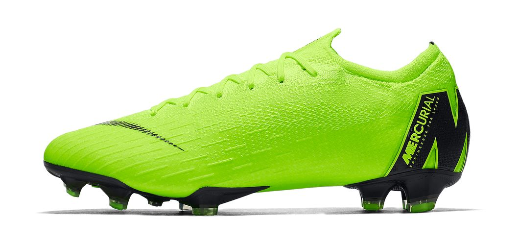 During the BPL Season 2018/2019 the Right footed player of Manchester United, born in Stevenage, England, plays on Nike Mercurial Vapor XII Elite.