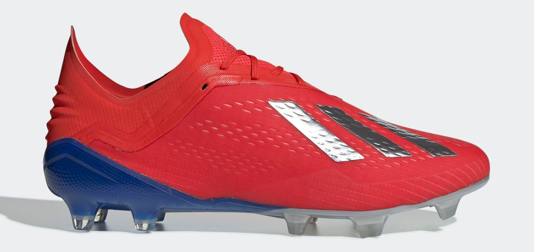 During the BPL Season 2018/2019 the Left footed player of Manchester United, born in Kingston upon Thames, England, plays on adidas X 18.1.