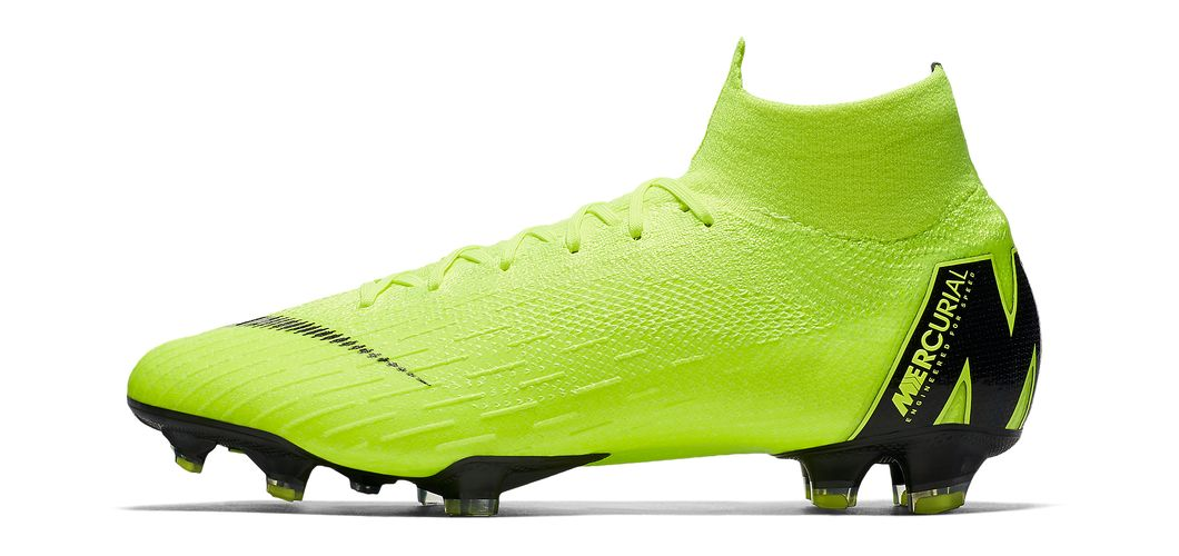 During the BPL Season 2018/2019 the Left footed player of Liverpool, born in Gjilan, SFR Yugoslavia, plays on Nike Mercurial Superfly VI Elite.