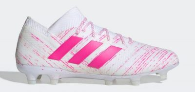 During the BPL Season 2018/2019 the Right footed player of West Ham United, born in Guadalajara, Mexico, plays on adidas Nemeziz 18.1.