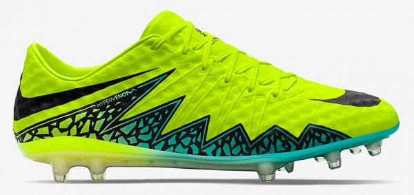 During the BPL Season 2019-20 the Right footed player of Watford, born in London, England, plays on Nike Hypervenom Phinish.