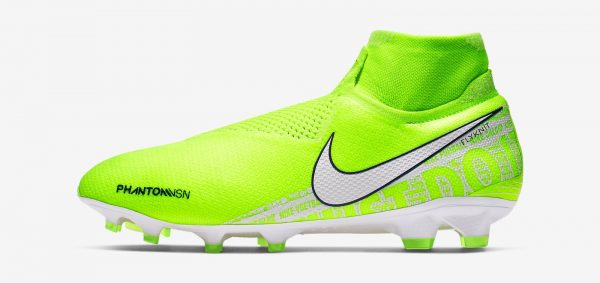 During the BPL Season 2019-20 the Right footed player of Chelsea, born in Portsmouth, England, plays on Nike Phantom VSN.