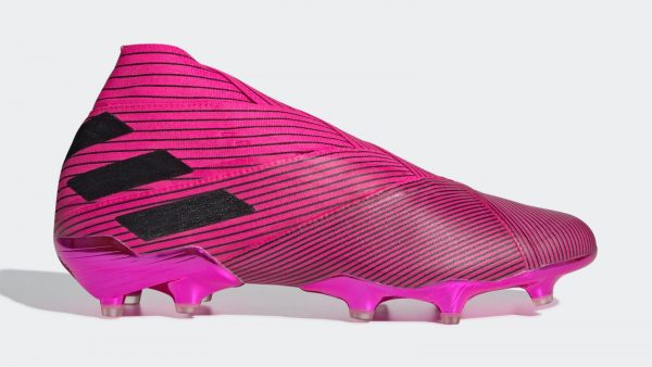 During the BPL Season 2019-20 the Right footed player of Everton, born in Troyes, France, plays on adidas nemeziz 19+.