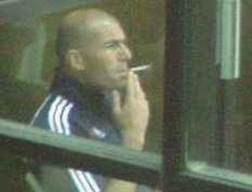 zidane smoking cigarette